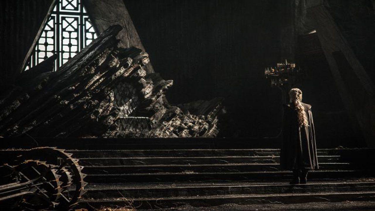 Batalla entre los Dothraki y los Lannister.Daenerys frente al trono de Rocadragón, lugar desde el que planeará la reconquista de Poniente