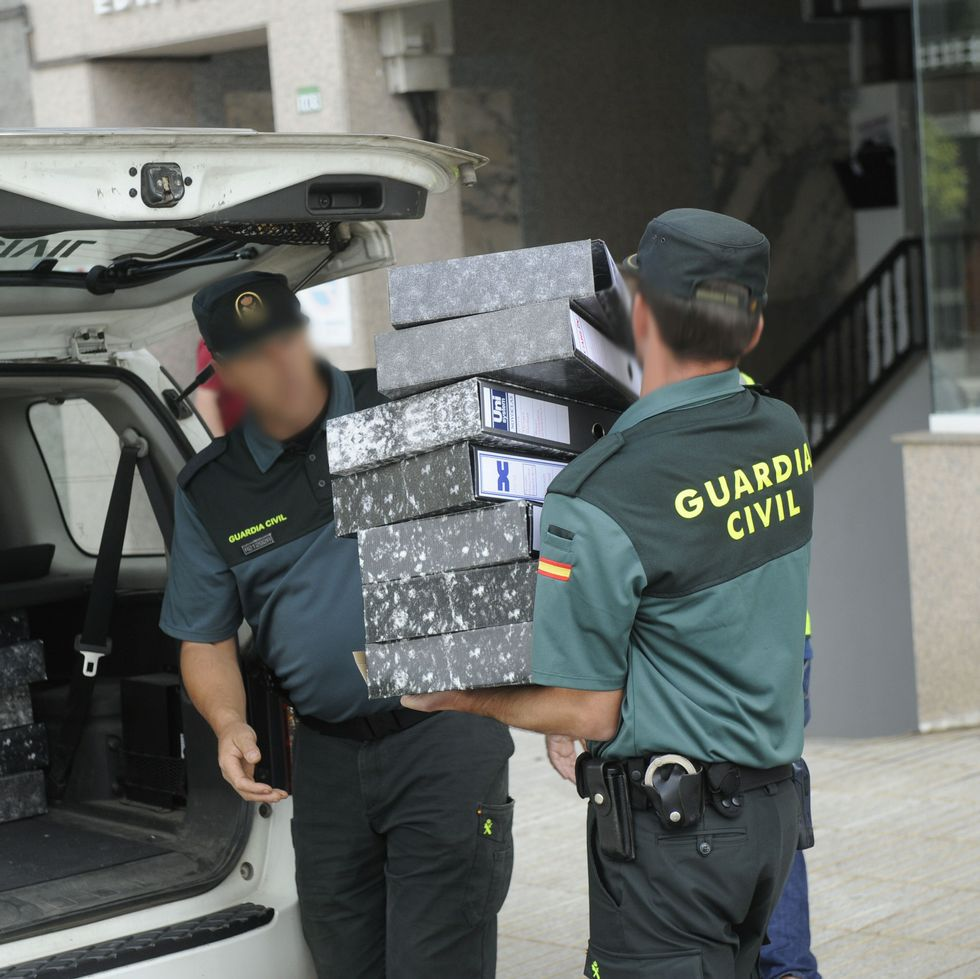 La Policía Judicial de la Guardia Civil incautó documentación.