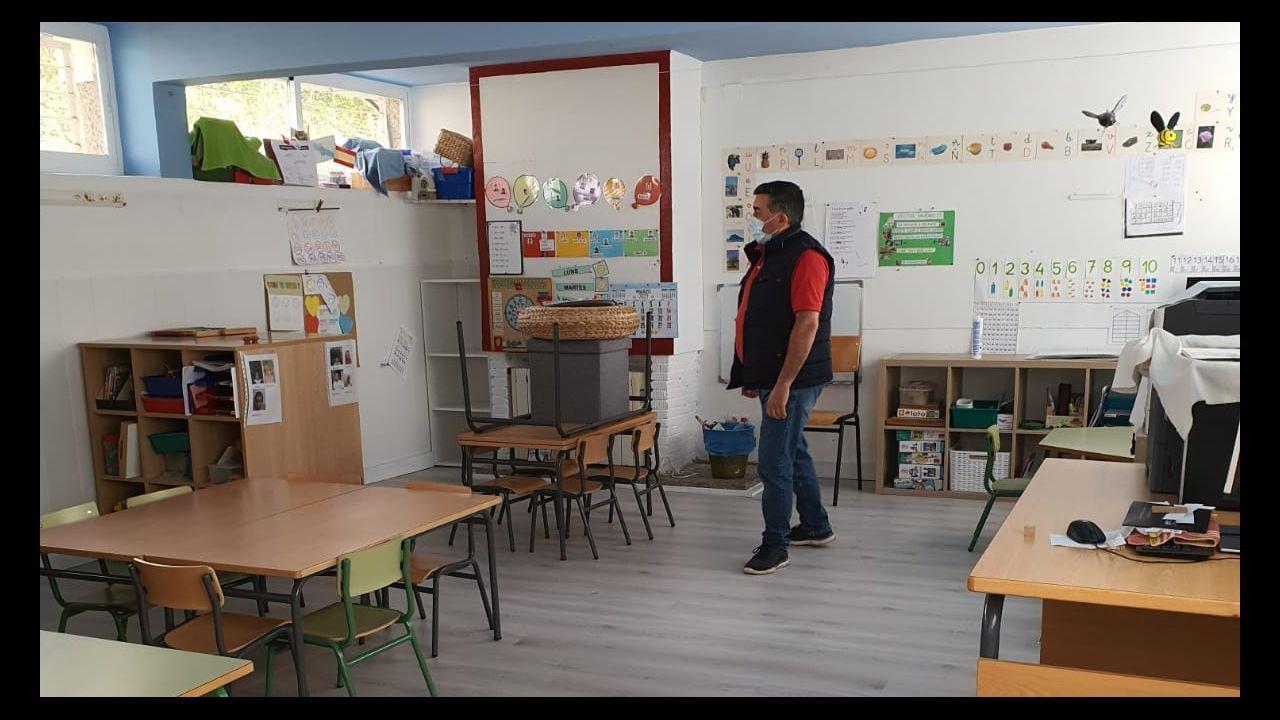 El alcalde de Portas, Ricardo Martínez, supervisó las obras realizadas en la escuela unitaria de Romai aprovechando las vacaciones de Semana Santa