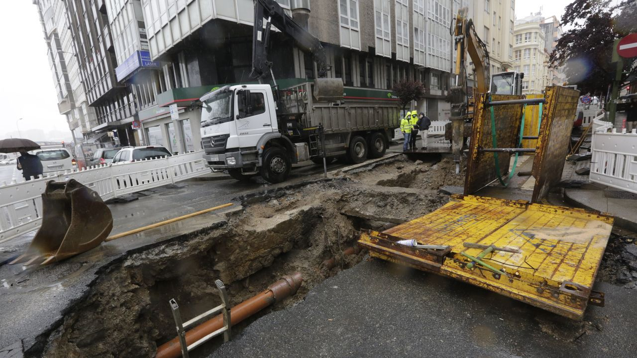 Las obras en la calle Fontán dejan a la luz restos de la antigua muralla de A Coruña