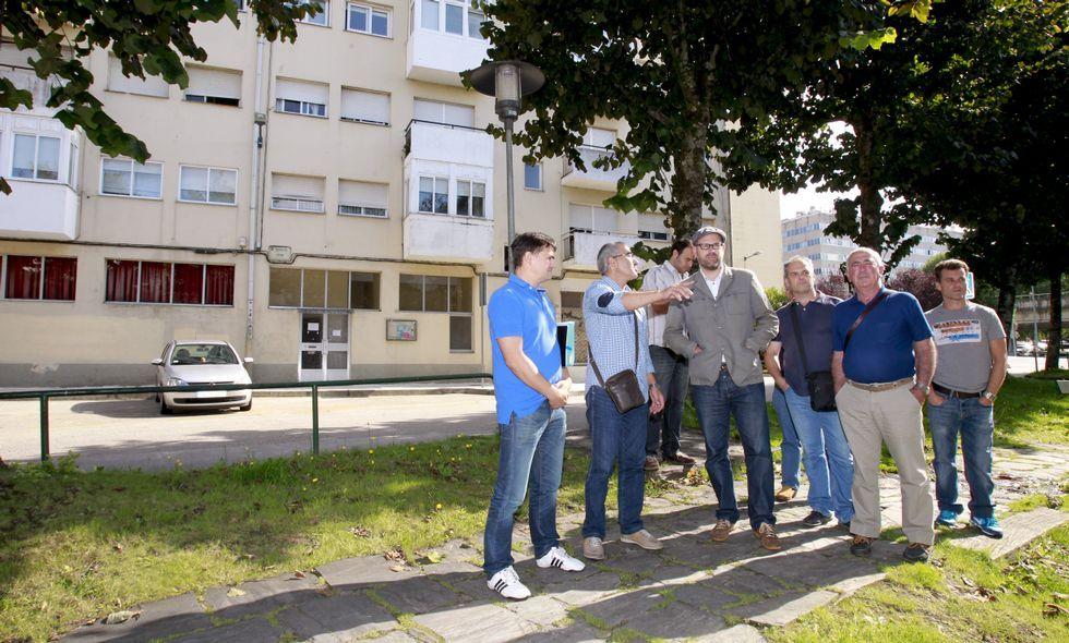 El alcalde visitó Pontepedriña para escuchar las peticiones vecinales para el barrio.