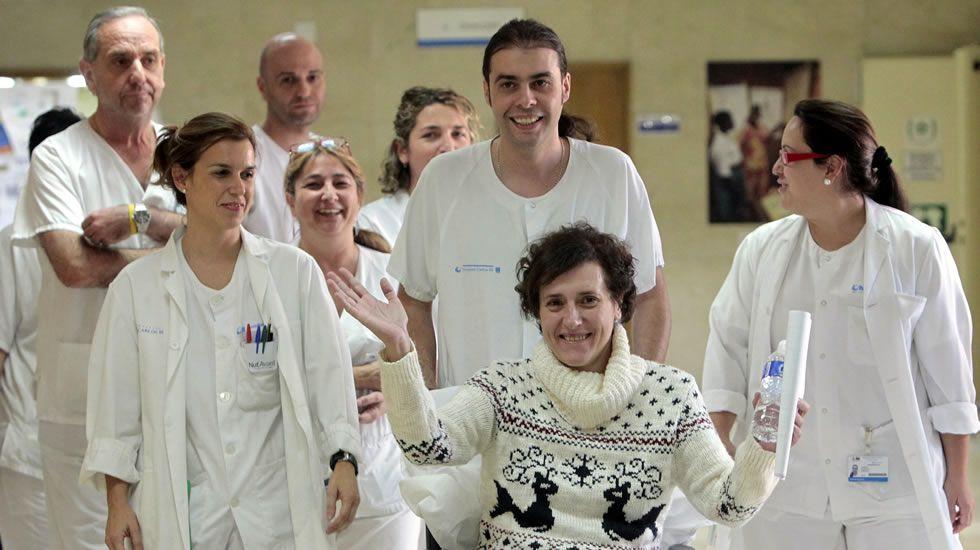 «Poco o nada se sabe después de un año».Pilar Gallego, en el Liceo, lugar en donde comparte su afición por la filatelia.