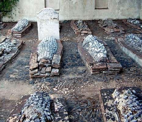<span lang= es-es >Cementerio inglés, Málaga.</span> Está considerado el primer recinto cristiano no católico de la Península, construido en 1831.
