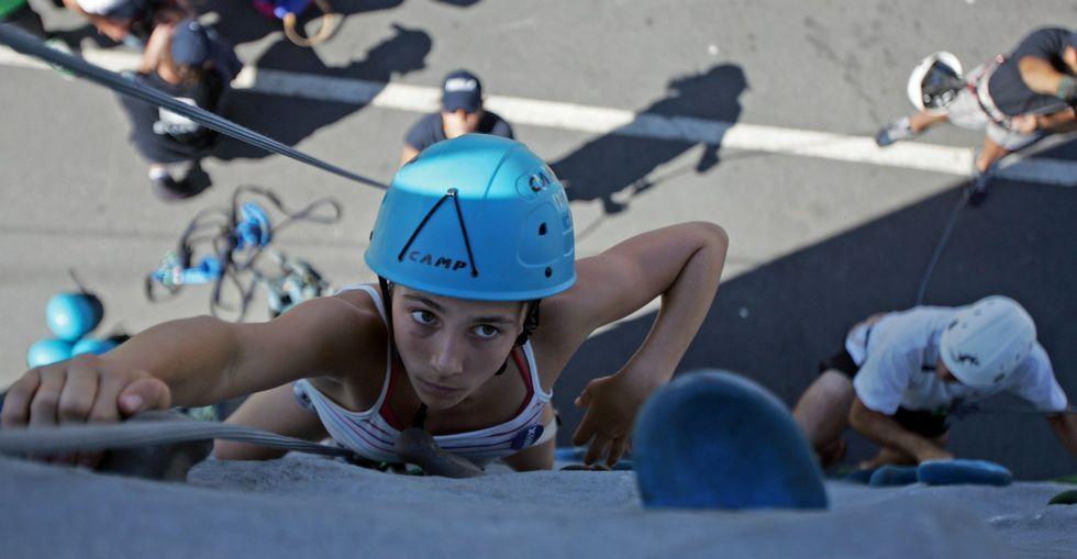 Cuatro rutas estrella en la Ribeira Sacra.Niños a partir de 8 años podrán introducirse en el mundo de la escalada en el rocódromo.