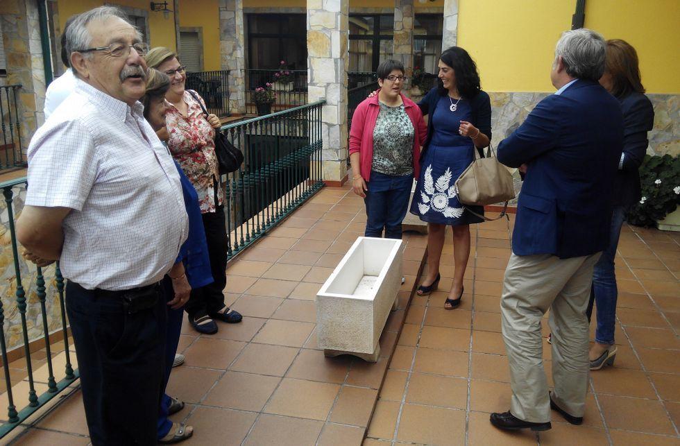 La presidenta de la Diputación, Elena Candia, y el presidente provincial del PP, José Manuel Barreiro, visitaron a mediados de agosto las instalaciones de Prodeme con Julio Cortiñas (primero por la derecha)