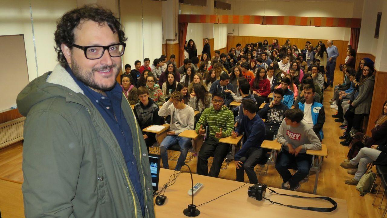 Dani de la Torre, en una charla en el instituto de enseñanza secundaria Río Cabe