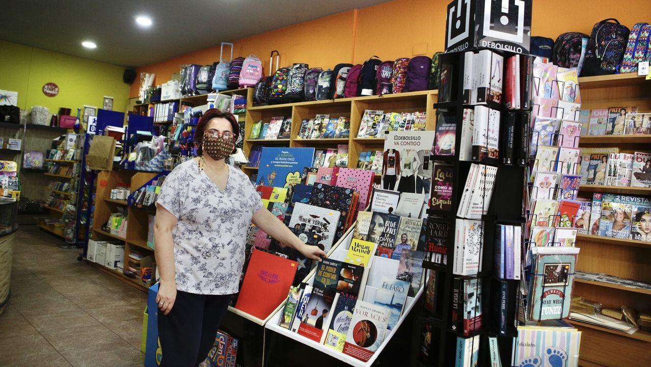 La librería Follas Novas, en la avenida de Santiago, el último día de la campaña municipal