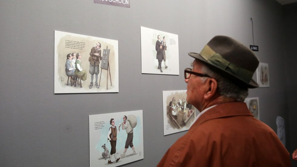 Asistentes observan piezas de la exposición «Miguel en Cervantes. El retablo de las maravillas» hoy, jueves 21 de abril de 2016, en Ciudad de Guatemala (Guatemala).