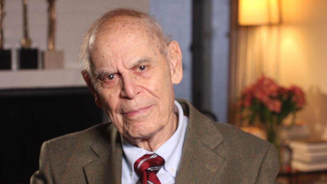 El catedrático Gerald Horton