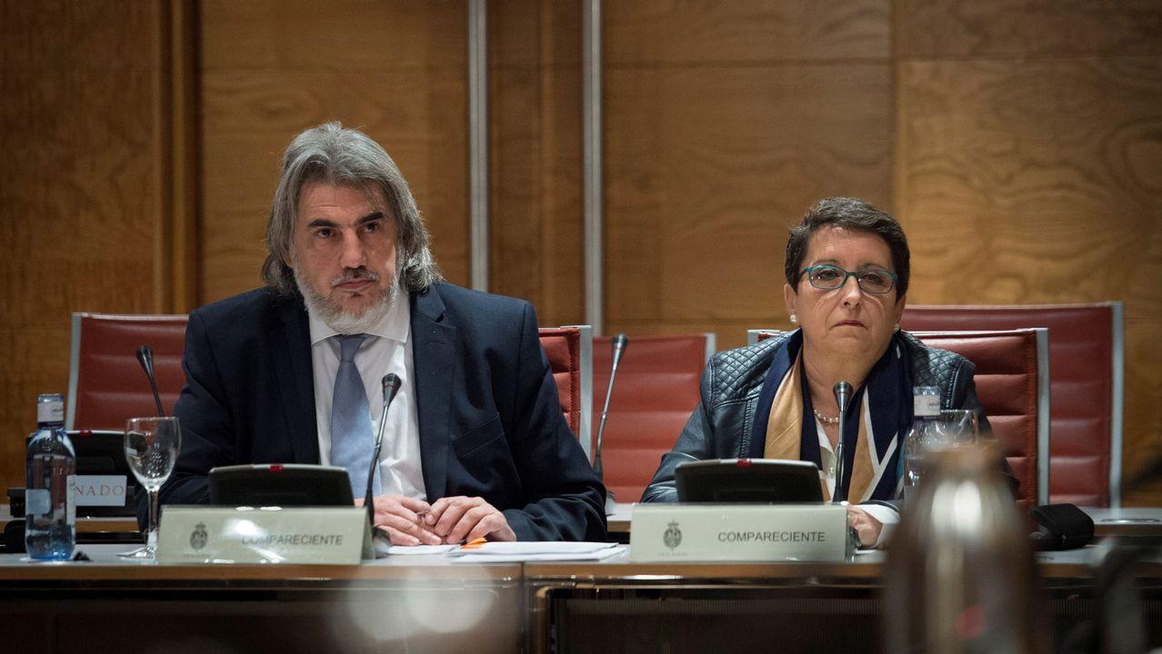 La presidenta de la Plataforma por las Garantías Ciudadanos, Inmaculada Sánchez, junto al abogado de la entidad, Alberto Ganga