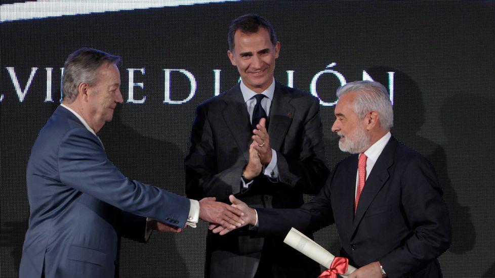 Una amplia representación de la sociedad gallega asistió a los Premios Fernández Latorre.En la imagen, la pareja de ginkgos de Fonseca; la hembra, a la derecha, se cortará.