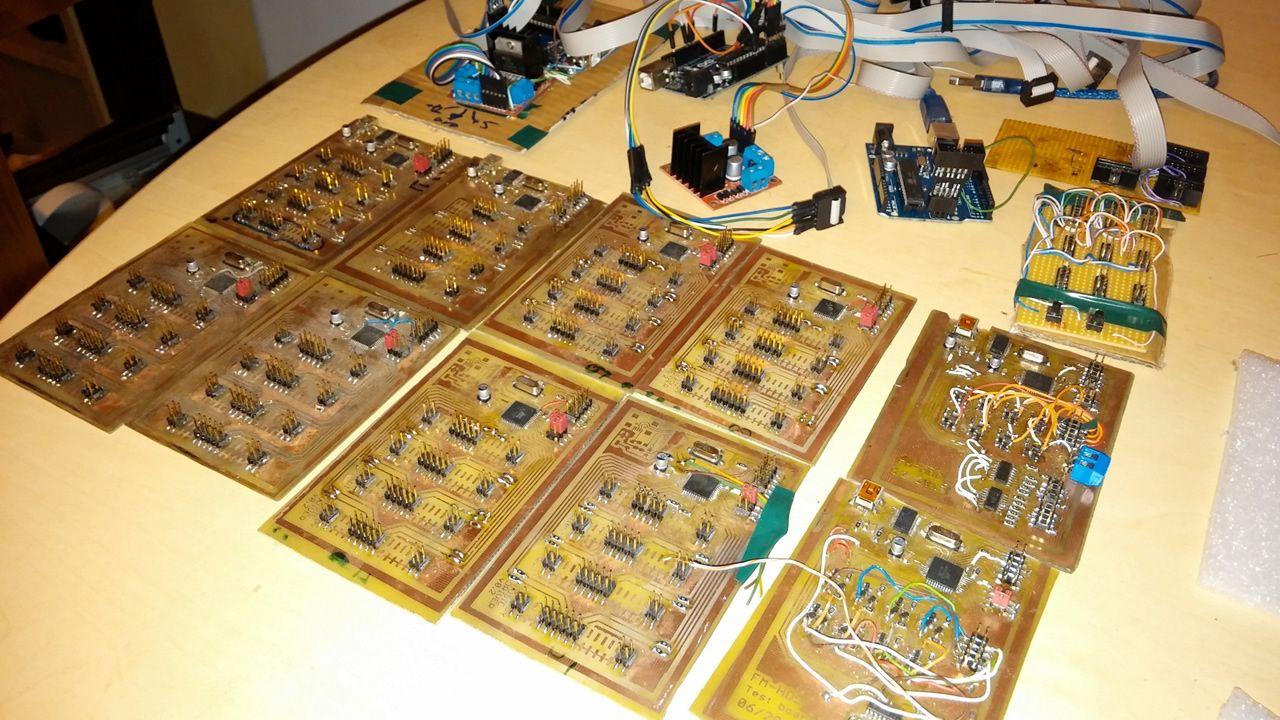 Controladores a los que se conectan las disqueteras del Floppotron
