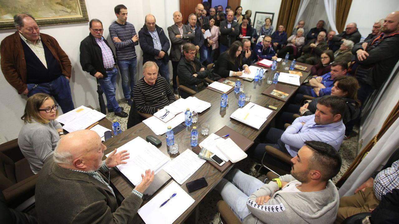 El alcalde Gato Soengas, con los tres ediles del PSOE a su derecha