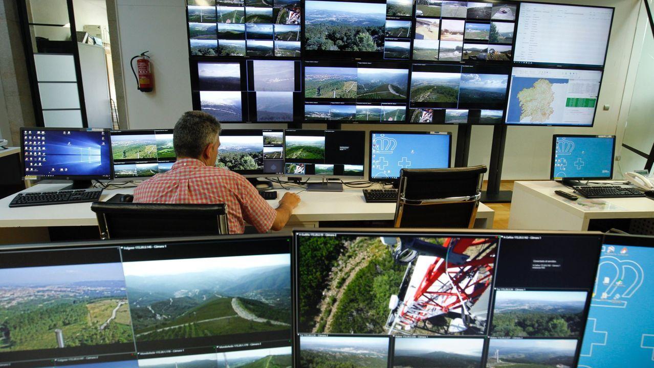 Sala de pantallas del Centro de Coordinación Central de Defensa contra os Incendios