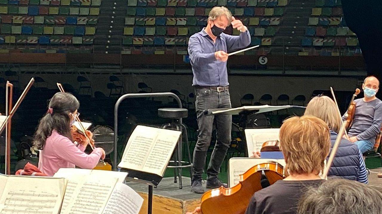 Albrecht, este jueves, en el ensayo con la Sinfónica