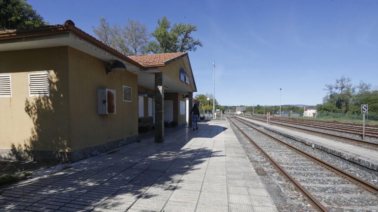 Así son las entrañas de la fábrica de energía de Valdriz.En la estación de Oural los trenes solo sirven a la cemento, ya no recogen pasajeros