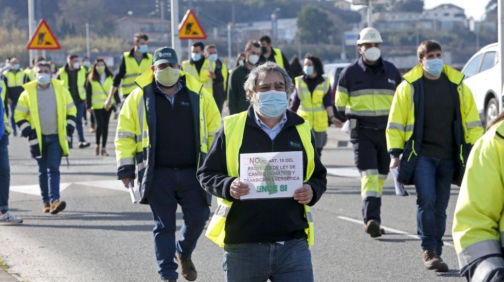 Imagen de la protesta realizada por los trabajadores de A Galiña Azul y del centro de día de Praia Xardín