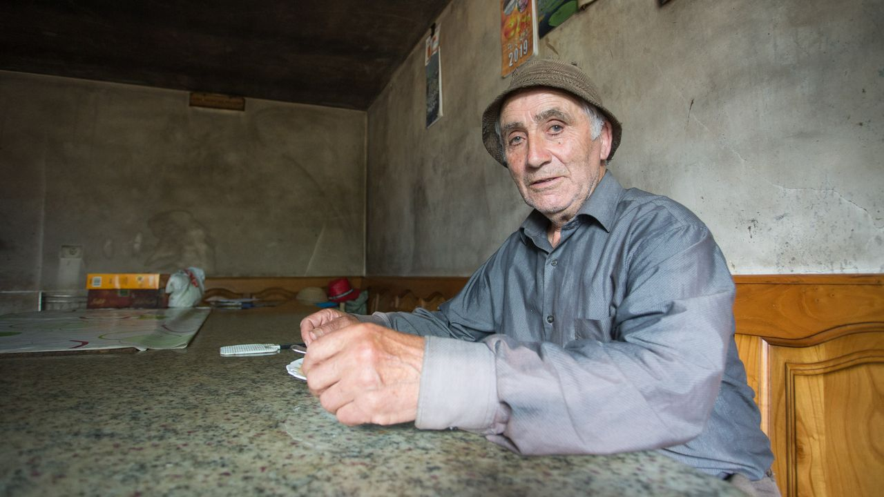 Las imágenes que deja la despoblación en el interior de Lugo.Lugo celebra la Feira do Mel en la Praza da Soidade