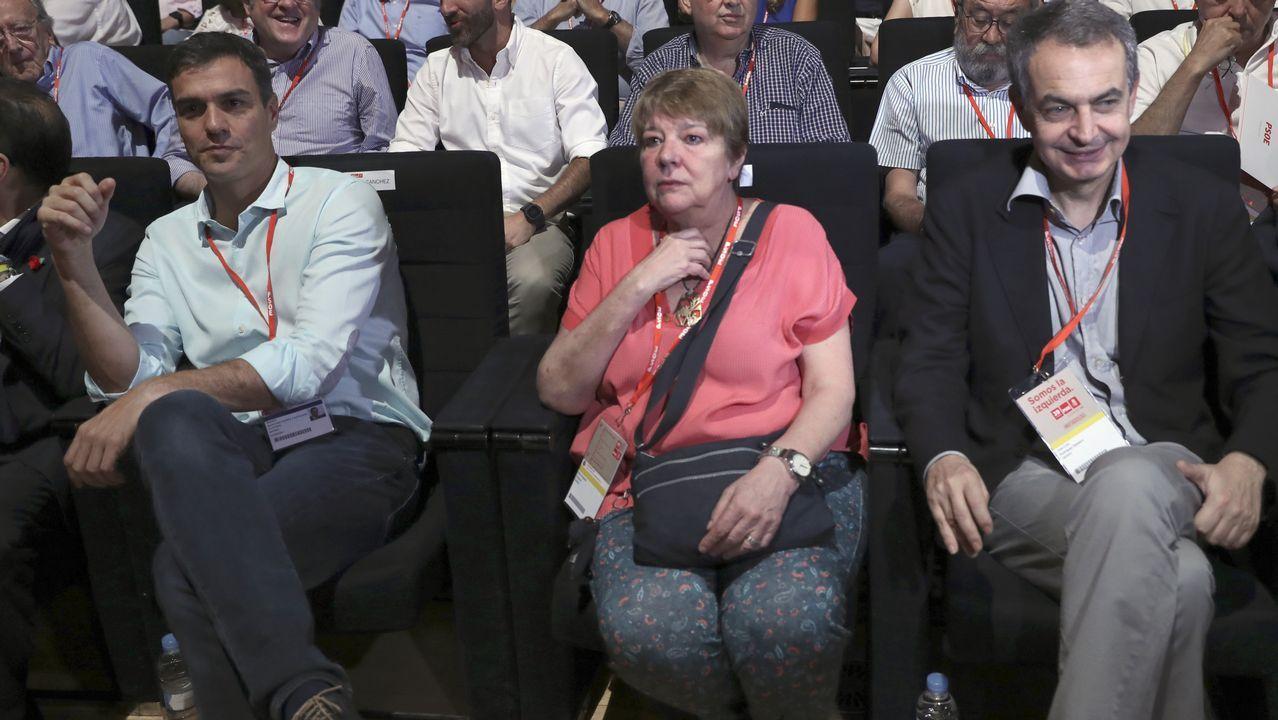 La presidenta del Comité español de Acnur, María Ángeles Siemens, entre Sánchez y Zapatero