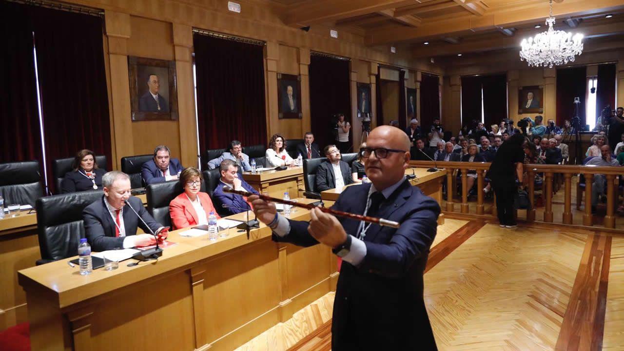 La toma de posesión de Baltar.Antonio Hervella en una foto de 1999, cuando se presentó como candidato a la alcaldía por Coalición Galega