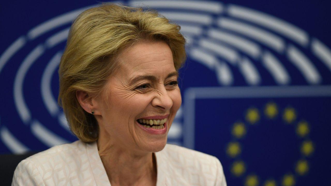 Ursula Von der Leyen, exultante, tras conocer el resultado de la ajustadísima votación