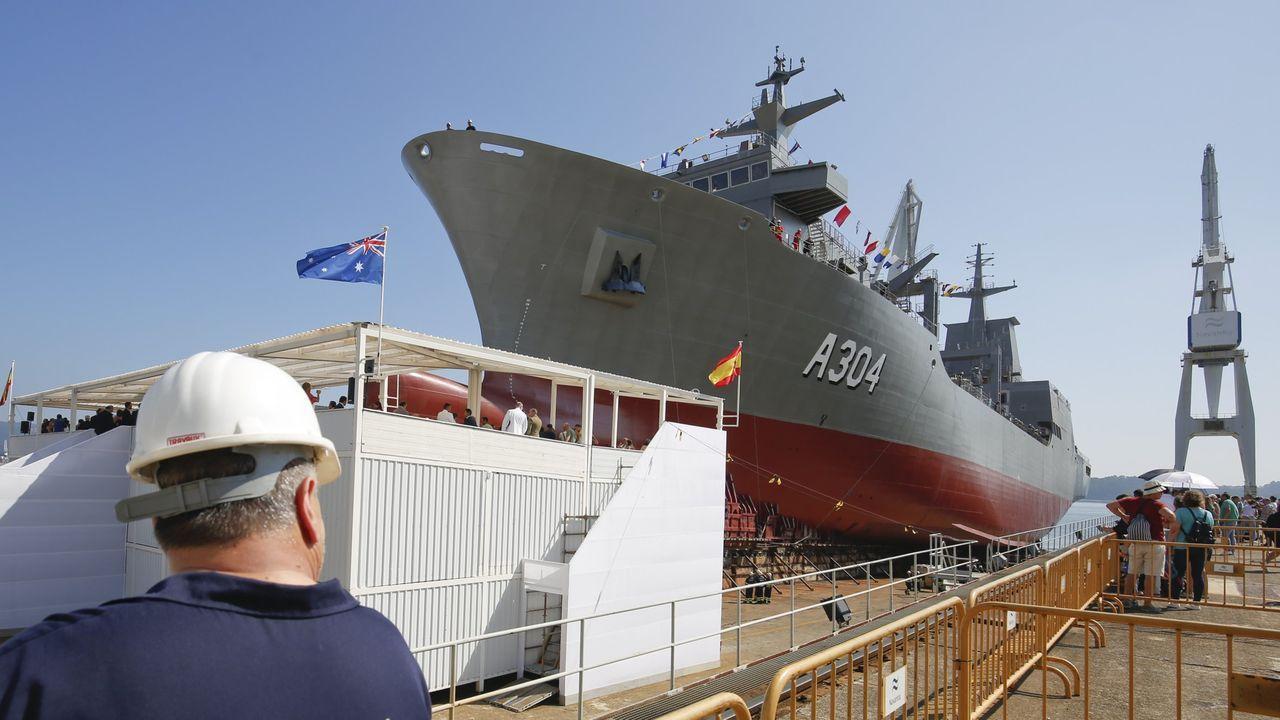 El operativo del megabuque Adelaide, fabricado en Ferrol, contra las llamas en Australia