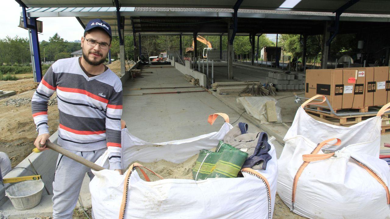 Adrián Rodríguez traballa para que a explotación gandeira familiar sexa maior