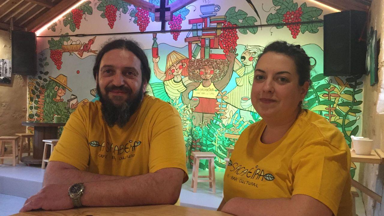 A Sacabeira Café-Bar Cultural, con Bruno y Alba, en imagen de archivo, de los primeros negocios que se instalaron hace dos años en el Centro de Emprendemento de Sargadelos