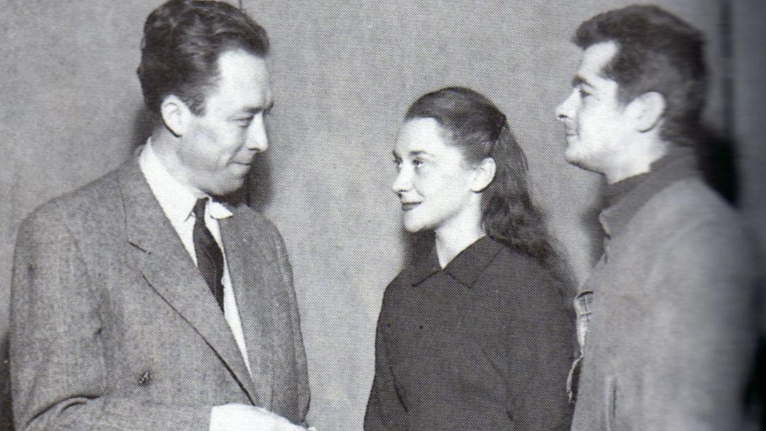 Camus, á esquerda, xunto á actriz galega María Casares