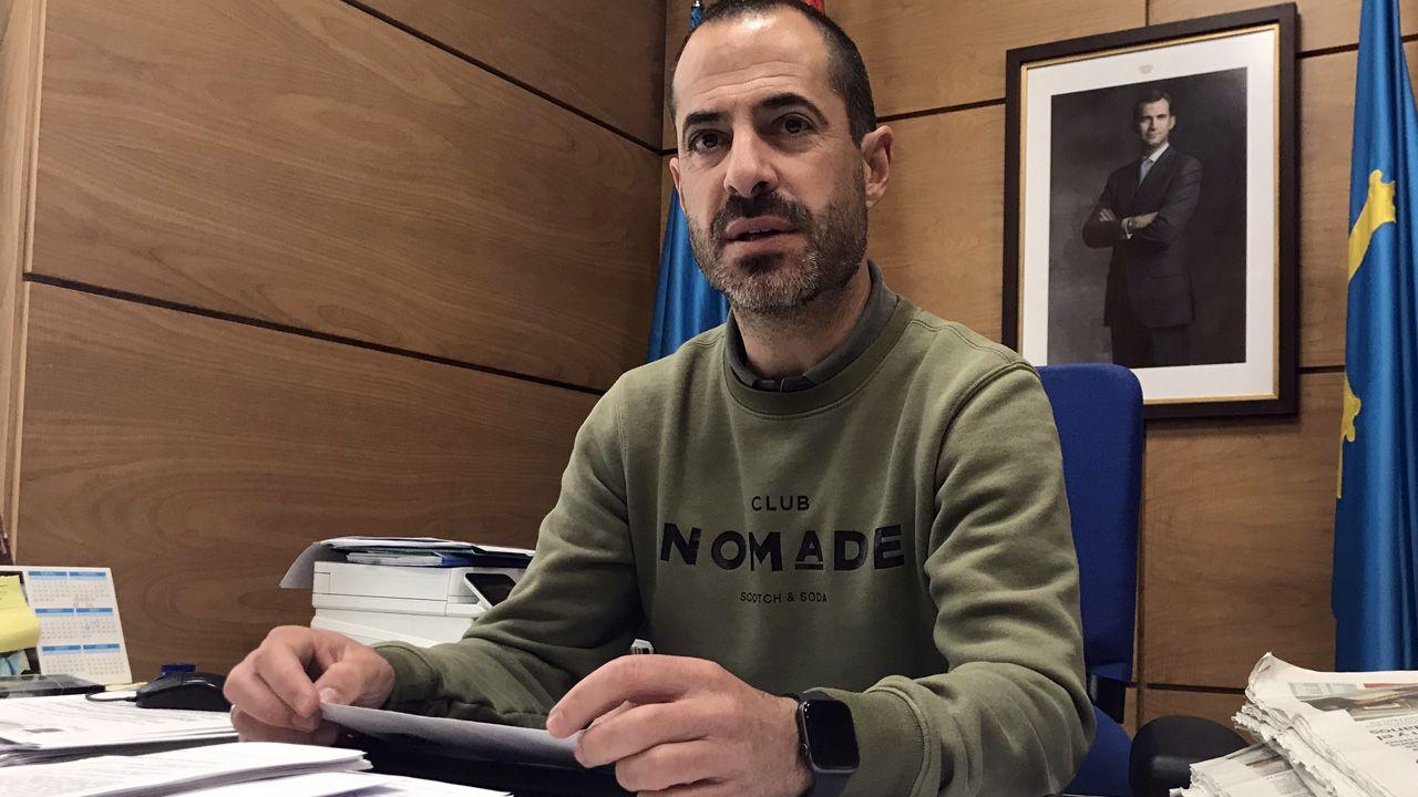 El alcalde de Siero, Ángel García, Cepi, en su despacho de la Alcaldía