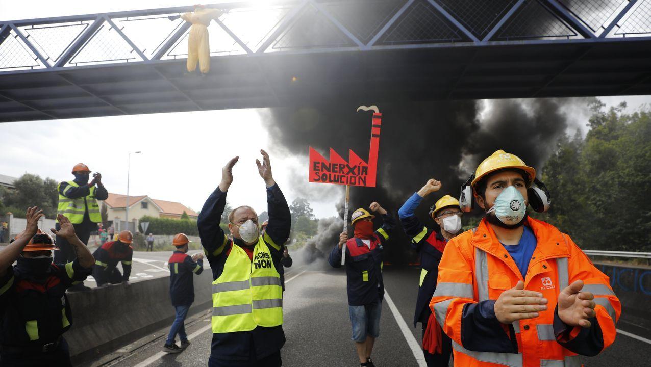 «Si Gobierno y Xunta cumplen, podemos ser salvados».Un J. A. Zan afónico de exigir a gritos una solución, dice que «el Gobierno tiene que intervenir»