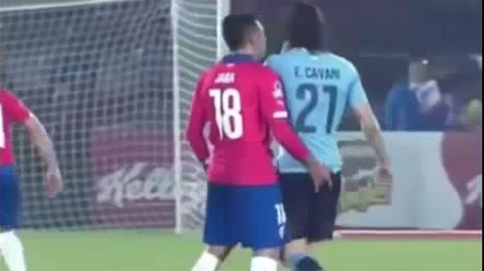 El dedo indiscreto de Jara a Cavani.Ortuño celebra su gol ante la Ponferradina