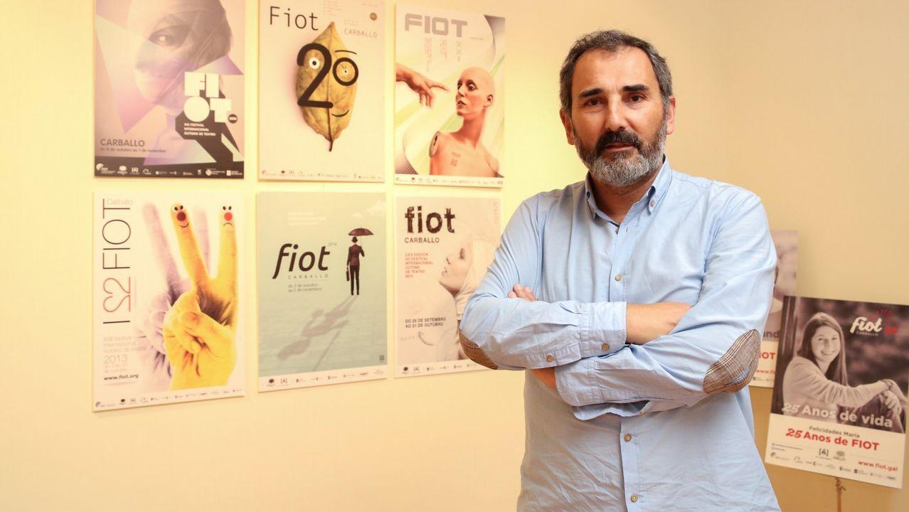 A festa ca cultura galega.El artesano y escultor autodidacta Cándido Canedo tiene expuestas sus creaciones junto a su casa de Vidueira