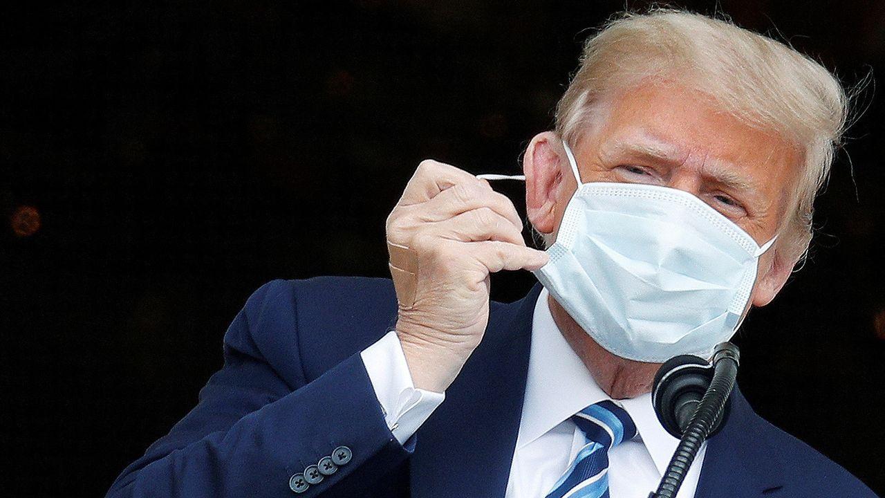 Reaparición de Trump sin mascarilla.Un hombre interpela a un seguidor de Trump en las inmediaciones de la Casa Blanca