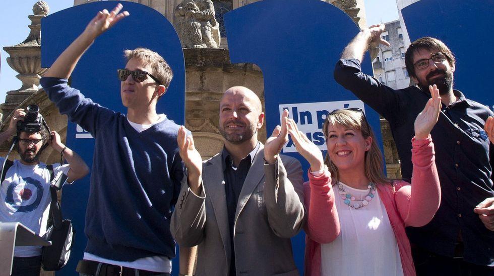 Una imagen que difícilmente se volverá a producir: Errejón con Villares y Santos en Pontevedra durante un acto en septiembre del 2016