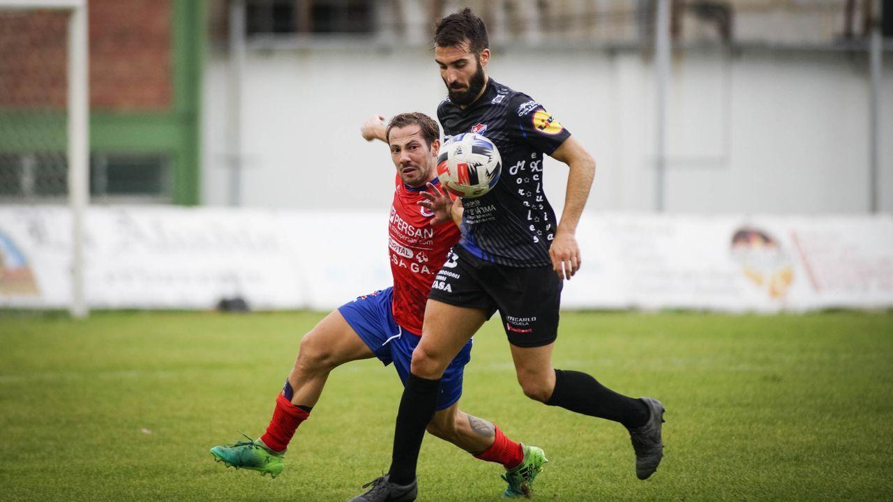 Imagen de archivo de un encuentro entre UD Ourense y CD Barco esta temporada en O Couto