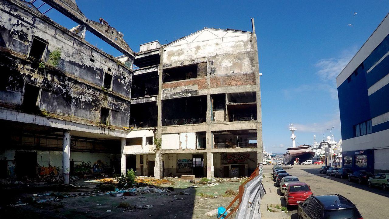 Beiramar ofrece una estampa muy triste del litoral, naves abandonadas y ruinas