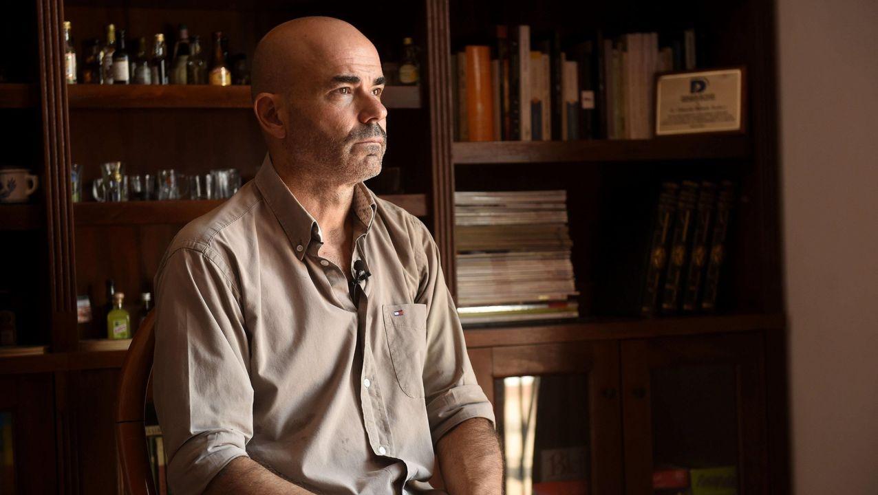El narrador Eduardo Sacheri, en su casa de Castelar, en la provincia de Buenos Aires