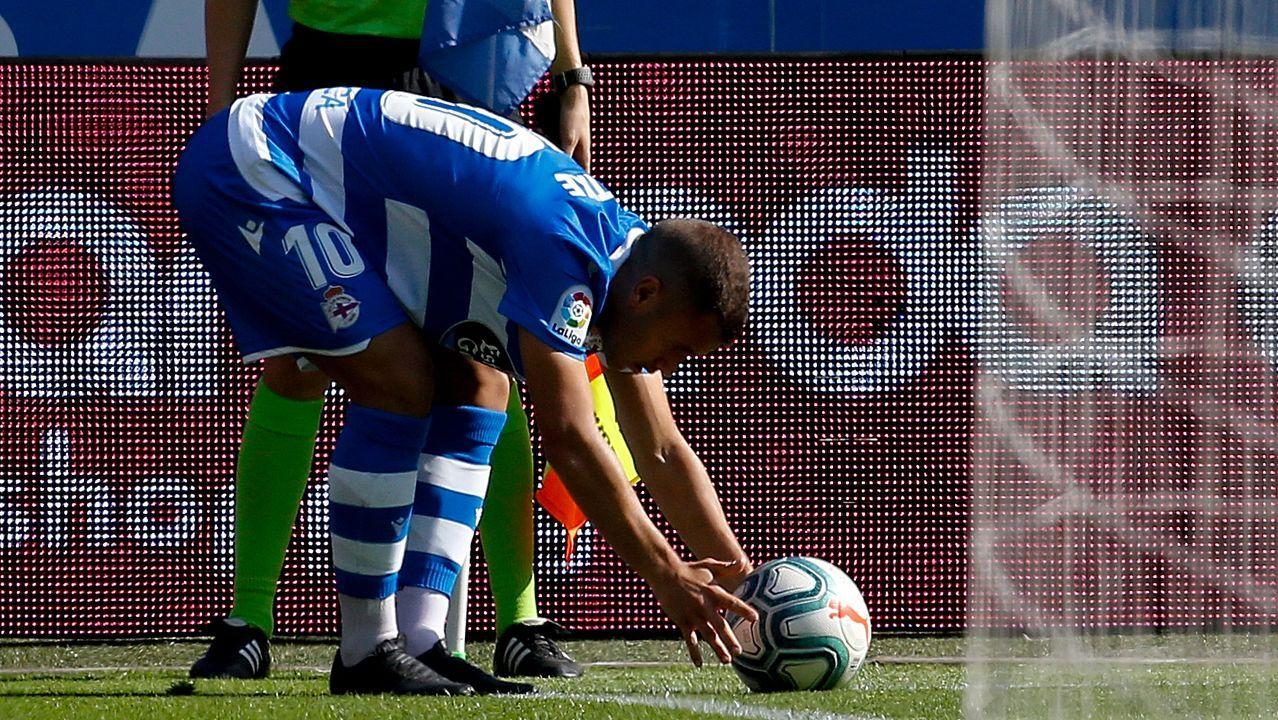 Andriy Lunin golpea un balón en un Atlético de Madrid-Leganés