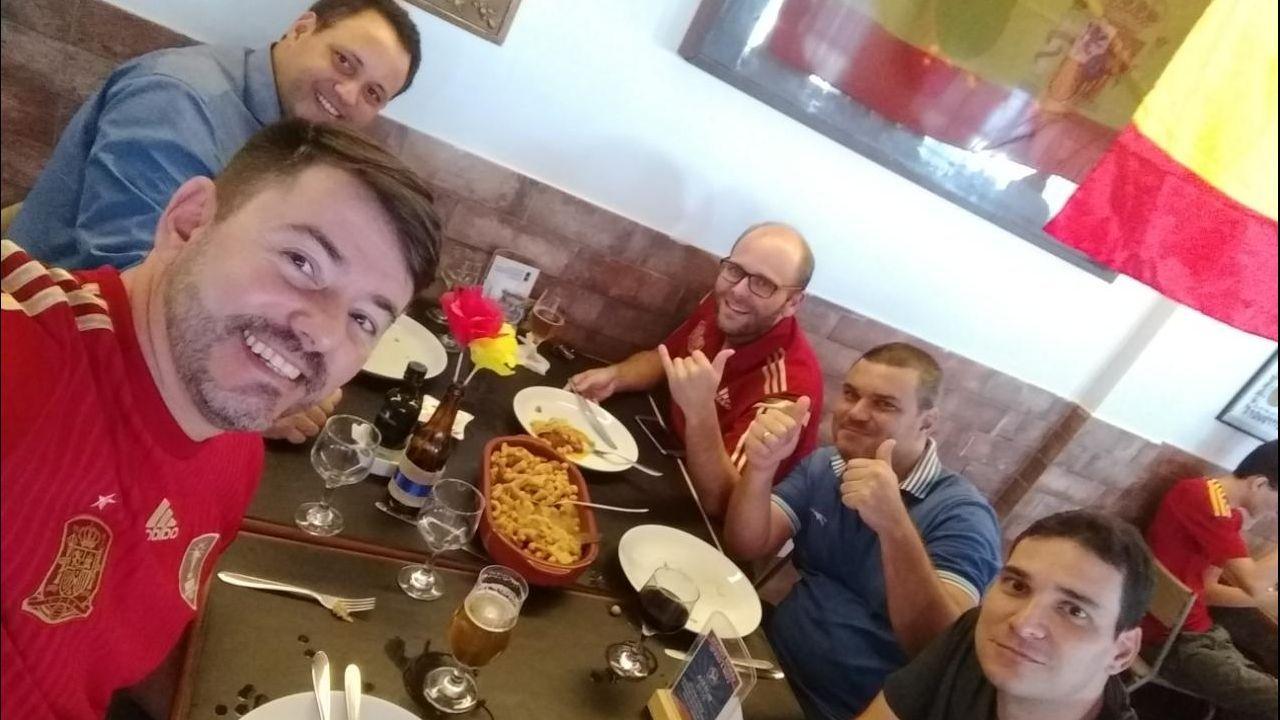 Marcio Pérez, con amigos
