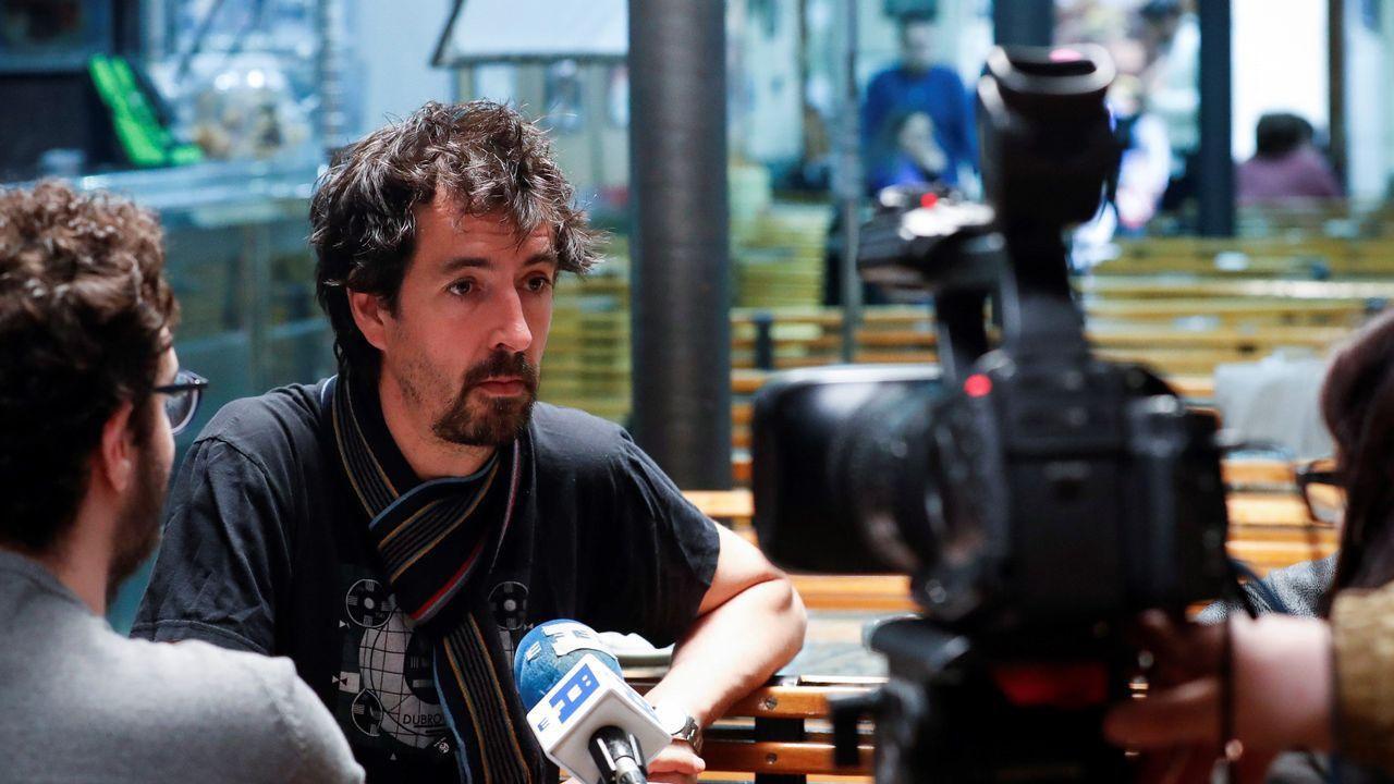 Rodaje de «Patria» en San Sebastián.Los actores Loreto Mauleon, Mikel Laskurain, Jon Olivares y Eneko Sagardoi.