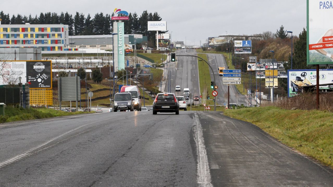 Pueblos que «vivían» de la N-VI:«Calculamos unha baixada de ventas do 70 % ».Los conductores y peatones de esta avenida llevan años esperando por su mejora
