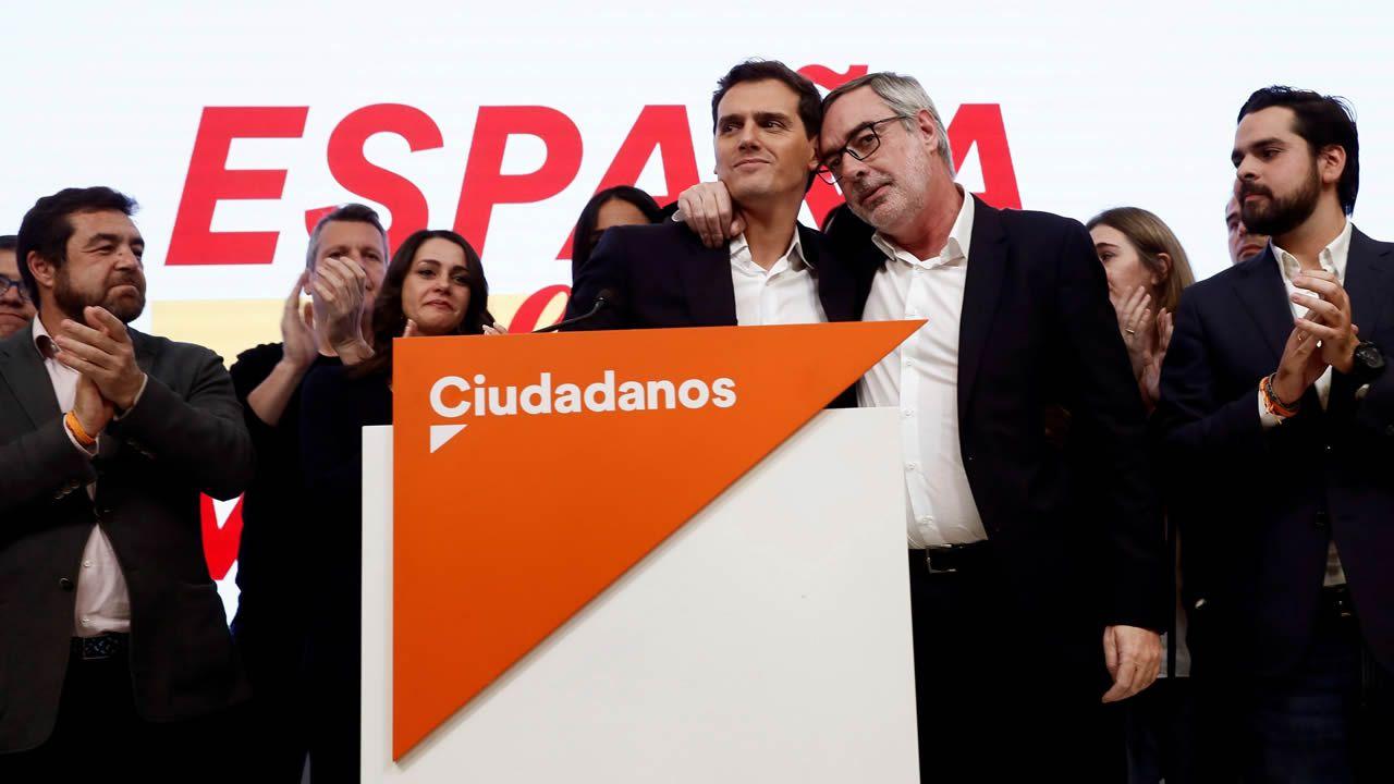 Los ministros en funciones Isabel Celaá y Fernando Grande Marlaska, antes de dar la rueda de prensa en el Centro Nacional de Difusión de Datos