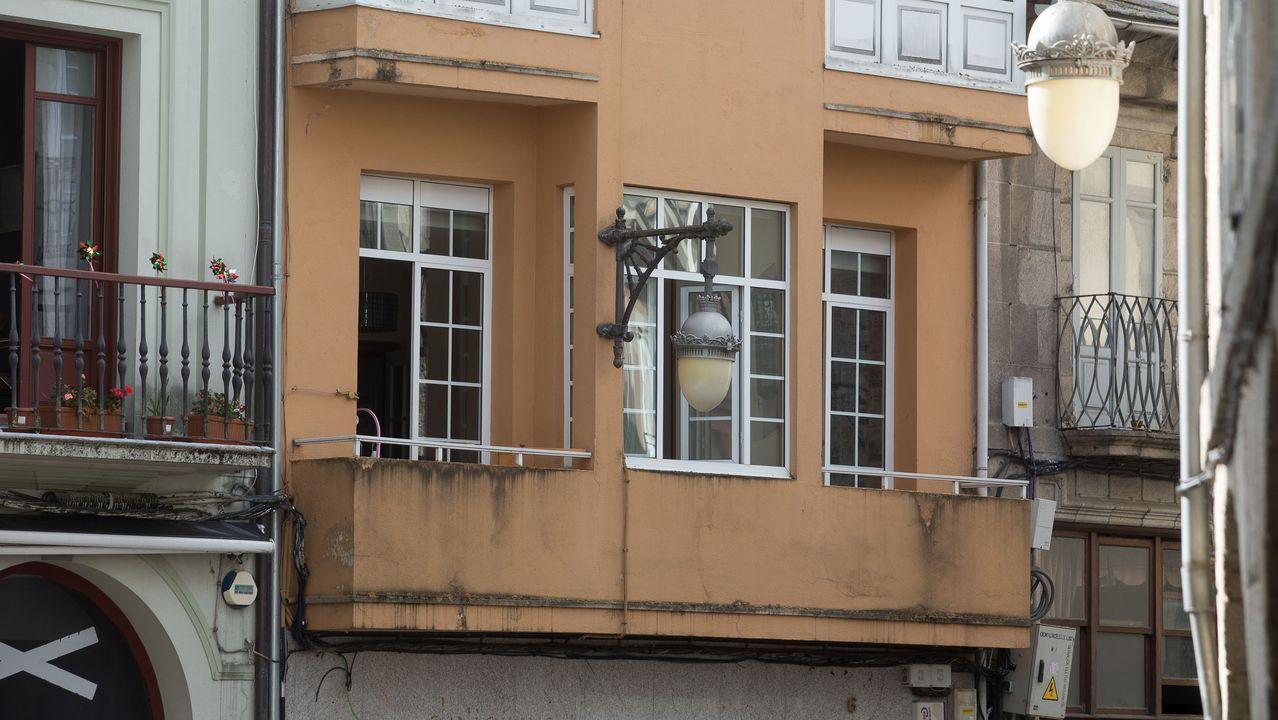 Desocupan dos pisos en Lugo tras 40 horas de tensión.El piso ocupado en la plaza de O Campo, en Lugo, ayer