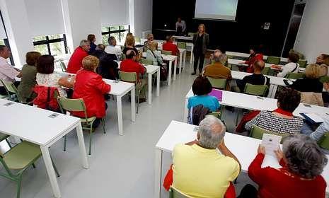 Los alumnos de la Universidad Sénior estrenaron nueva sede en la antigua escuela de Magisterio.