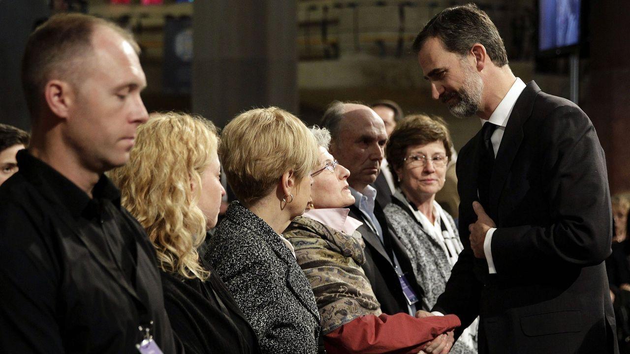 Momentos duros del reinado. En abril del 2015, asistió a los funerales de las 150 víctimas del avión Germanwings.