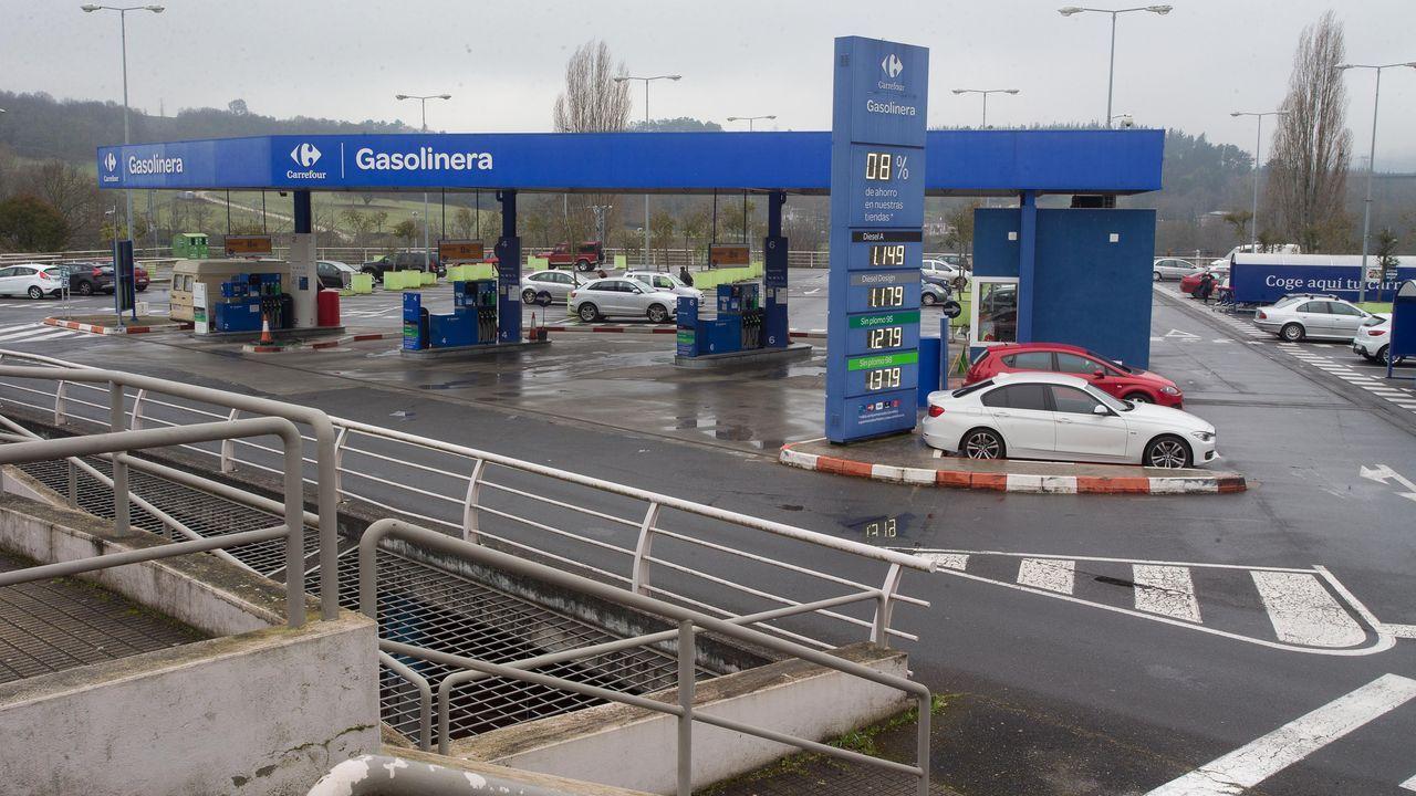 La gasolinera del hipermercado funcionaba con normalidad ayer