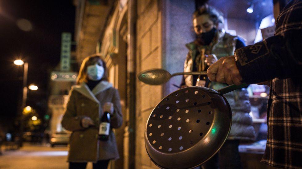 En Verín hubo una cacerolada pidiendo el levantamiento de las restricciones