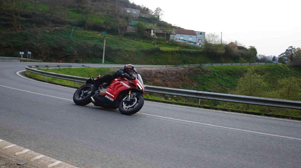 El enduro de Piñor abre la liga gallega de moto de campo.Pablo Motos y Rozalén en un momento de la llamada