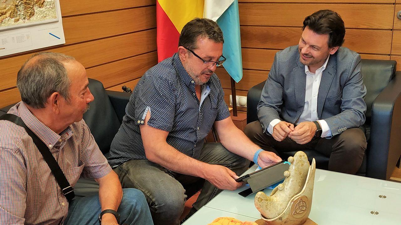 Visita de Mario Pascual al secretario xeral de Emigración